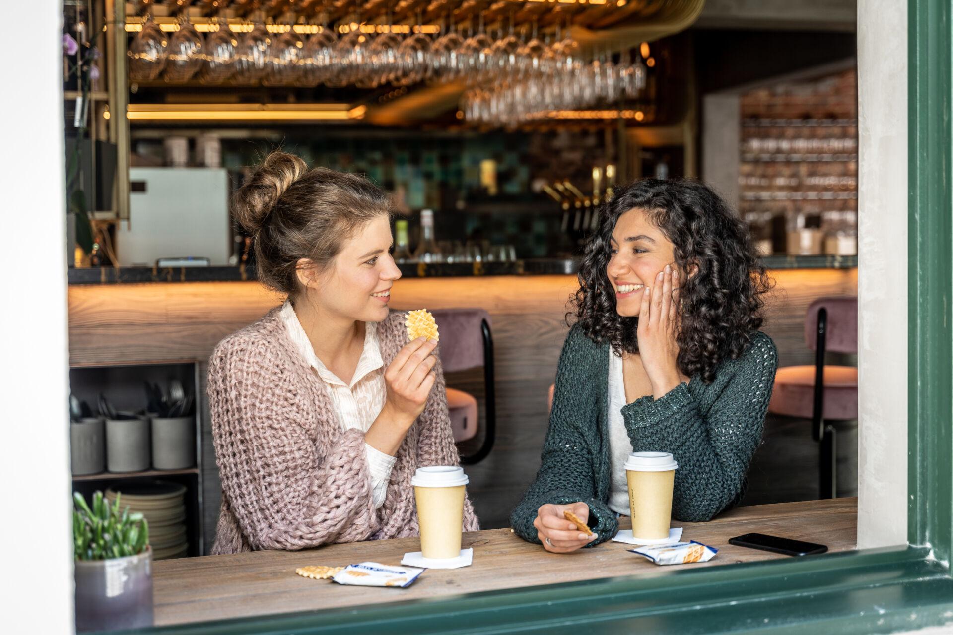Vriendinnen op café